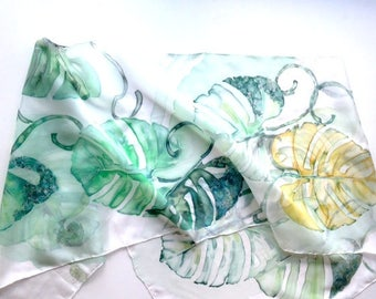 Silk scarf green hand painted. Silk scarf with decorative leaf pattern. Silk scarves- wearable art, hand painted original artwork. 18x72inch