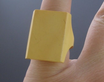 Vintage Early Plastic Ring, Vintage Celluloid Ring, Vintage Tablet Ring, Signet Style Ring,  Carved Plastic Ring 5.75