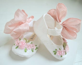 Mary Jane Shoes, Newborn, Baby and Toddler Shoes, KATIA with Pink Bow by Bobka Baby