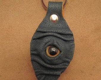 Grichels leather leaf keychain - textured forest green with golden brown fish eye