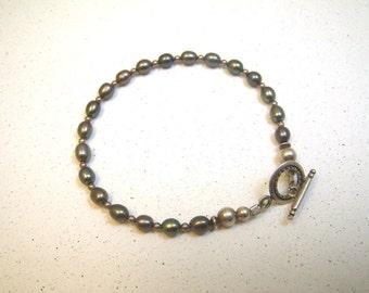 "Delicate Gray Pearl Bracelet - Small 7"" - Toggle Clasp"