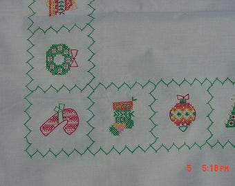 Vintage Hand Embroidered Christmas Tablecloth  17 - 452