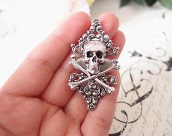 Skull and Sugar Aligator Clip-goth-medieval-steampunk S019