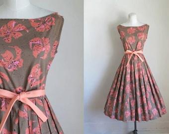 vintage 1950s novelty print dress - TIGER LILY floral cotton dress / S/M