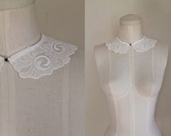 vintage 1930s white collar - SWIRLING PETALS detachable collar