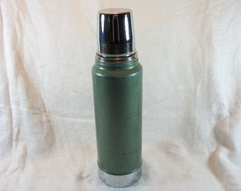 Vintage Nice Aladdin Stanley Metal and Plastic Thermos A-944C Holds 32 Ounces Quart