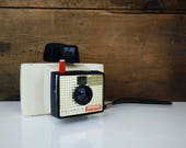 Vintage Polaroid camera - 1960s Swinger Model 20