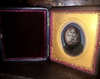 1/6 Daguerreotype of Woman by Southworth & Hawes - Full Case