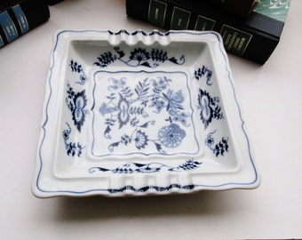 Vintage Blue Onion Tray, Blue Danube Ashtray, Coffee Table Decor, Chinoiserie Decor, Blue and White Porcelain Catchall