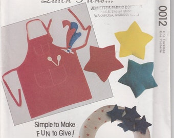 Apron Pattern Dog Bed, Tie, Stars, Wood Tote, Hat, Wreath Crafts Uncut McCalls 0012
