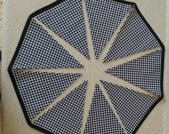 Houndstooth bunting banner garland 9 flags party prop decor Alabama Roll tide black white fabric cotton 105 inches