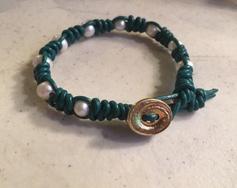 Emerald Green Bracelet - Macrame Jewelry - White Pearl Gemstones - Leather - Fashion - Trendy - Beaded - Gold Button