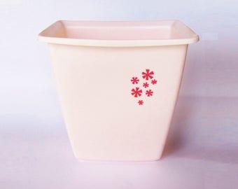 Vintage Rubbermaid Pink Waste Basket Trash Can Retro Bathrrom 1970s-1980s