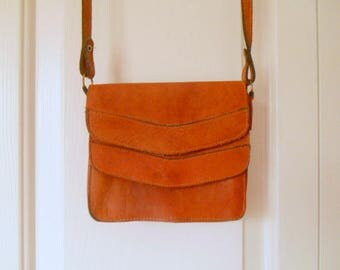 Vintage 70's Leather over the body pouch style small Bag