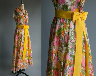 Vintage 60's Miss Elliette California Mod Bow Tie Floral Maxi Dress with Ruffled Collar Women's Large / Spring Summer