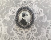 felt brooch with lady portrait - grey lightweight brooch pin - neutral grey gift for her - museum painting brooch - victorian style brooch