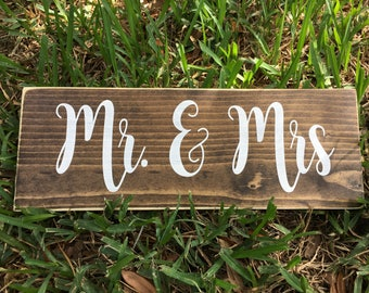Mr Mrs Sign, Wedding Sign, Rustic Wedding Sign, Wedding Gift, Bride and Groom, Wedding Prop Signs, Sweetheart Sign, Wood Wedding Sign
