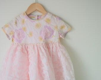 Vintage FLOWER GIRL Party Dress....size 4T girls...large kids. party. flower dress. flower girl. bow. mod. pink dress. pastel. bow. ruffled