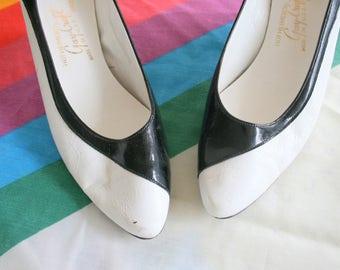 1960s BLACK and WHITE Heels....kitten heels. high heels. stilleto heels. shoes. black heels. white heels. party. fancy. glam. mod. mad men