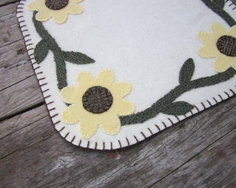 Wool penny rug, flower wool candlemat, penny rug