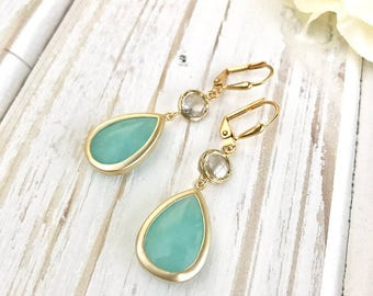 Bridesmaids Earrings. Dangle Earrings.  Bridal Jewelry. Aqua and Crystal Dangle Earrings. Wedding Jewelry. Modern. Fashion. Wedding. Gift.