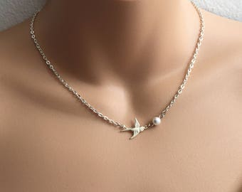 SALE Swallow Necklace in Silver with Swarovski Pearl,Silver Necklace,Simple,Delicate Necklace,Nature Inspired Jewelry,Bird Necklace