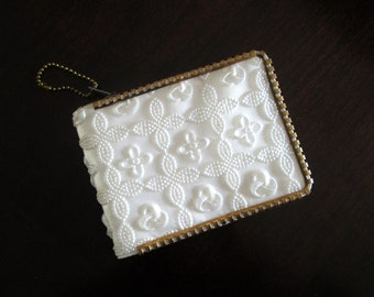 1950s Zippered Bifold Wallet White and Gold Kitsch Unique Billfold Purse