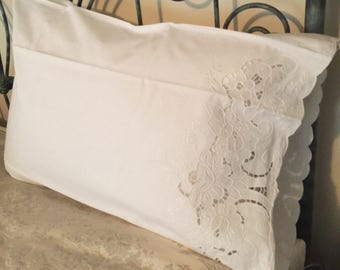 VINTAGE  Cutwork Embroidery PAIR of PILLOW Cases - Never Used