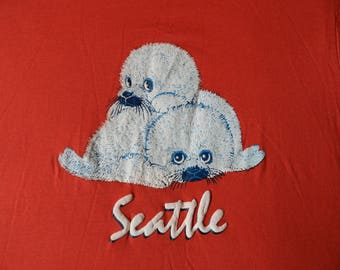 vintage Seattle sea otter T Shirt red Screen Stars 80s white puffy print NOS new Mens L thin stretchy 50/50 RARE cute fluffy cute baby pups