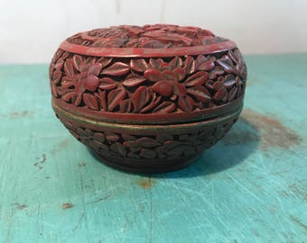 Vintage chinese red lacquer carved box, round red lacquer carved  box, oriental jewelry,small box
