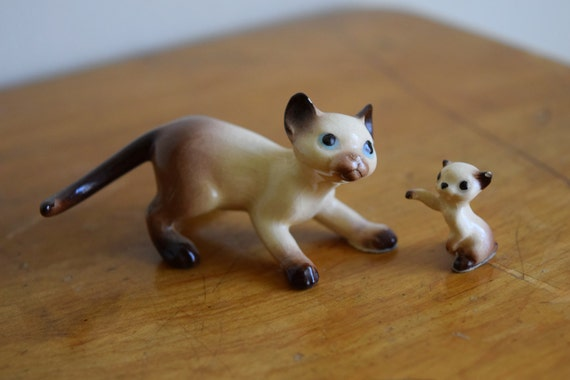 Two vintage Hagen Renaker Siamese cat figurines