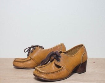 SALE sz 6   Women's 1960's Vintage Shoes Moc Toe Chunky Heel Oxfords