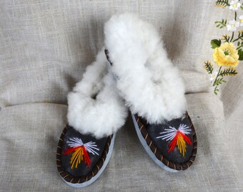 Slippers shoes Warm fur slippers SIZE 7 Leather slippers sheepskin Leather moccasins warm scuff slippers Warm slippers Cozy slippers