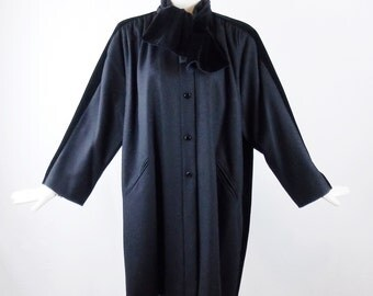 VALENTINO BOUTIQUE WOOL and Black Velvet Car Coat with Matching Velvet Collar Stunning Size S/M