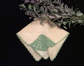 Vintage Ivory Linen with Green Lace Handkerchief, Vintage Hankie, Vintage Accessory, Vintage Linen, Vintage Crochet