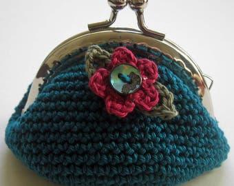 Crochet Pattern for Daisy Kiss Pinch Purse