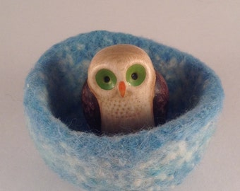 felted wool bowl, ring holder, desktop storage, jewelry holder, trinket dish turquoise and cream