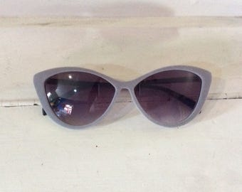 Classic shape Deadstock Grey Felt Cats Eyes Sunglasses