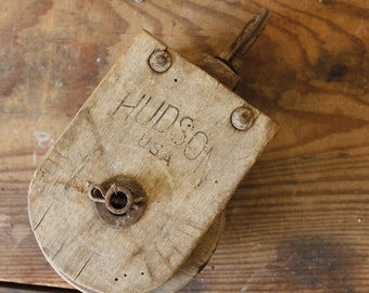 Rustic Wooden Hudson Pulley Antique Wood Barn Pulley Building Salvage Primitive Display Pulley Pendant Lighting Supply