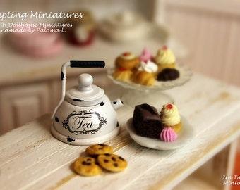 Vintage Metal Tea Keetle - 1:12th Dollhouse Miniature