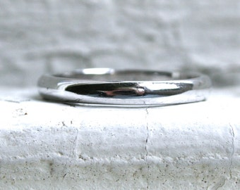 Plain Vintage Tiffany & Co Platinum Wedding Band.