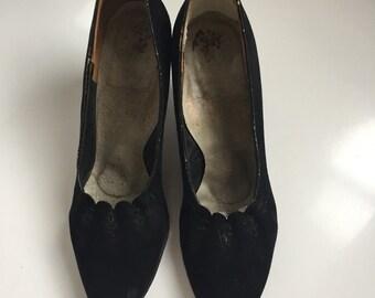 SALE! Early 1950s black suede heels