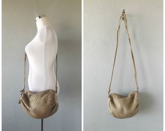 woven leather barrel purse | vintage 80s beige tan small slouchy crossbody handbag minimal basic handbag hippie boho dress top 1980s hipster