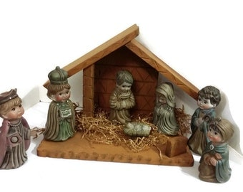 Large Ceramic Nativity Set With Wooden Stable Jesus Mary Joseph Wisemen Shepherd Christmas Decoration Collectible Hand Painted