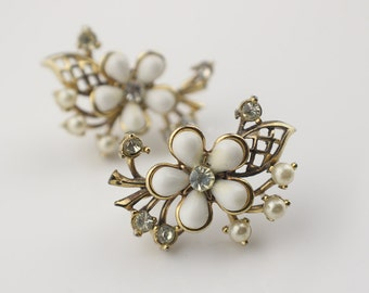 Large Gold Tone Flower Faux Pearl and Clear Glass Stones Screw Fit Clip on Earrings