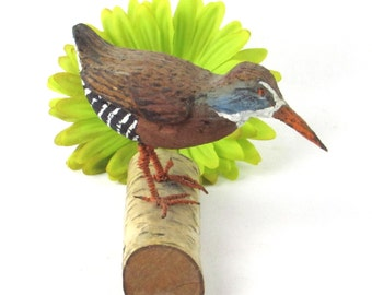 Handcrafted Wooden Bird Figurine - Realistic Hand Painted Sculpture - Vintage Home Decor