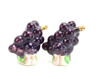 Vintage Anthropomorphic Grapes Salt and Pepper Shakers, Purple Grapes Shakers, Vintage Grapes Kitsch Grapes 1950s Fruit Salt Pepper, Epsteam