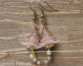 Acrylic Flower Earrings-Frosted Pink and White and Antique Gold(E137)