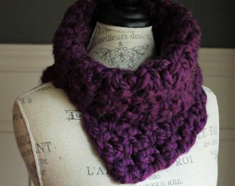 CROCHETED COWL with chunky yarn // The Kathryn // Violet Purple