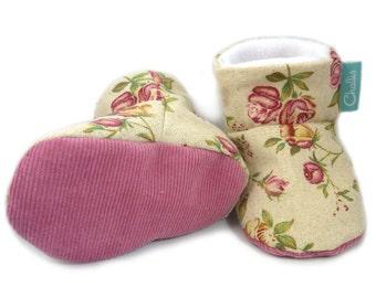 Linen Baby Booties / Fabric Baby Booties / Baby Girl Gift / Fabric Baby Shoes / Fleece Booties / Fleece Lined / Stay On Booties / Pre Walker